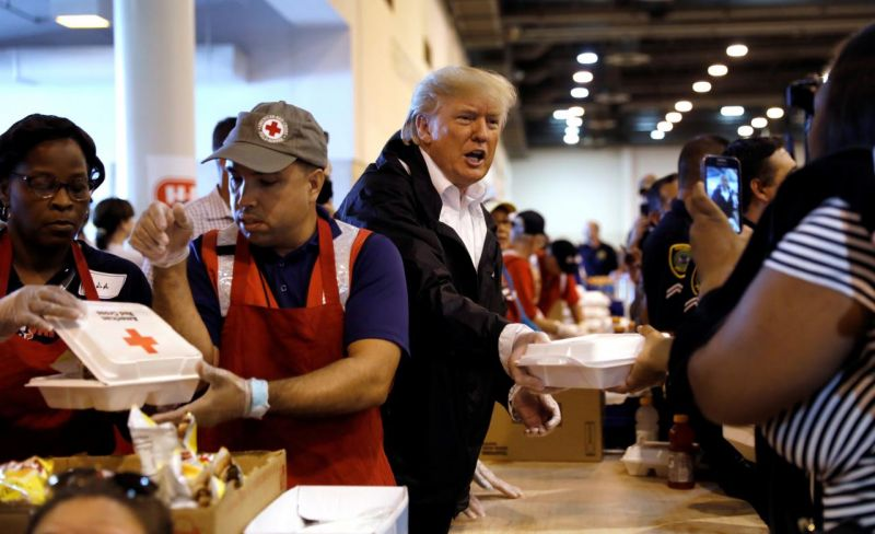 Etats-Unis : Trump appelle à la Journée nationale de prière, il fait don de 1 million de dollars pour les victimes de Harvey