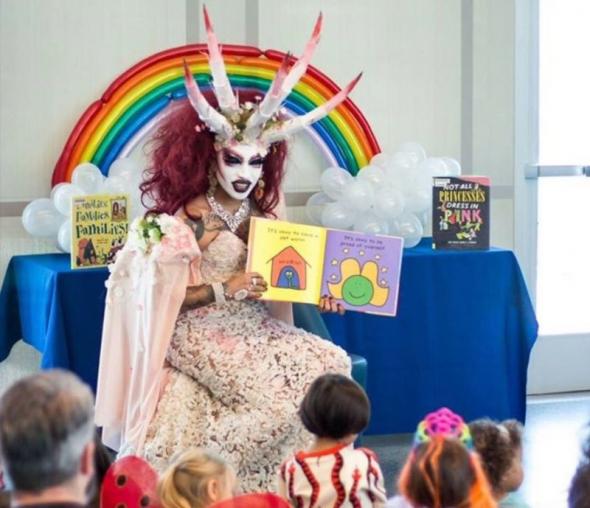 Un juge du Texas rejette la demande d'une ordonnance contre «Drag Queen Story Hour»