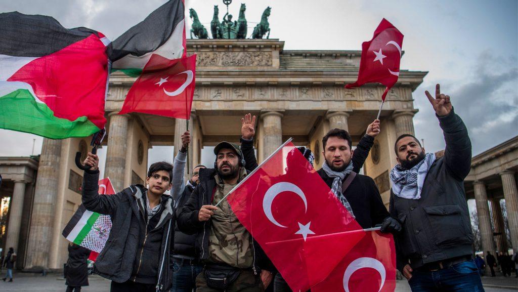 Allemagne : Qu'est-ce que les musulmans et les extrémistes allemands de droite ont en commun? Leur haine pour les Juifs