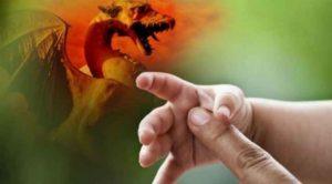 Signes de la Fin des temps : Dans Apocalypse 12 que représentent la femme, l'enfant et le dragon ?
