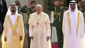 180 000 personnes ont assisté à la toute première messe papale de l'histoire islamique sur la péninsule arabique