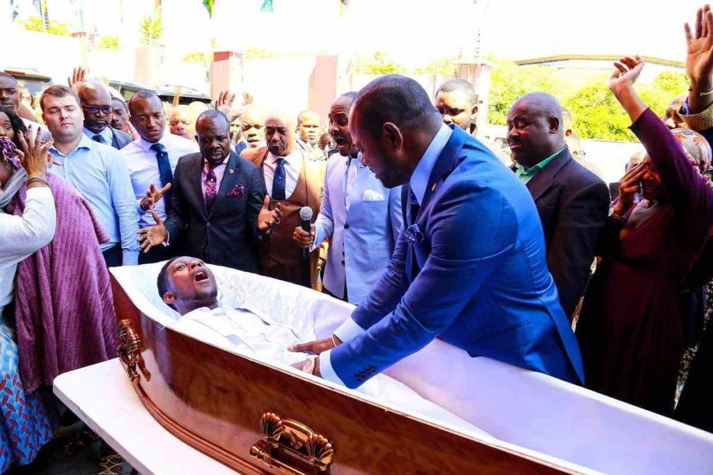 Afrique du Sud : Fausse résurrection, Alph Lukau présente ses excuses au public
